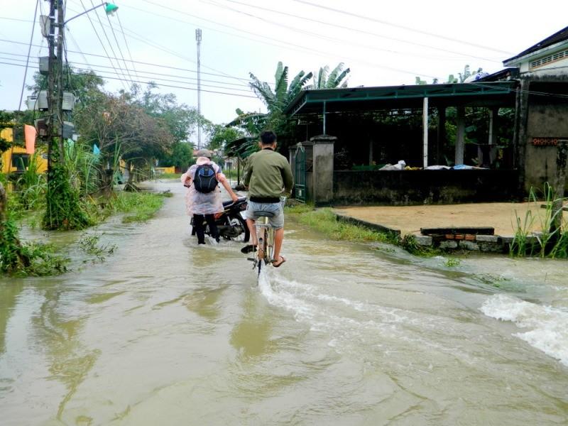 Quảng Nam thiệt hại 220 tỉ, Quảng Ngãi ngập nặng - ảnh 4