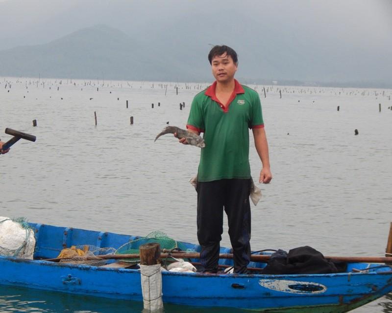 Cá chết trắng lồng, người dân nặng nỗi lo mang nợ - ảnh 4
