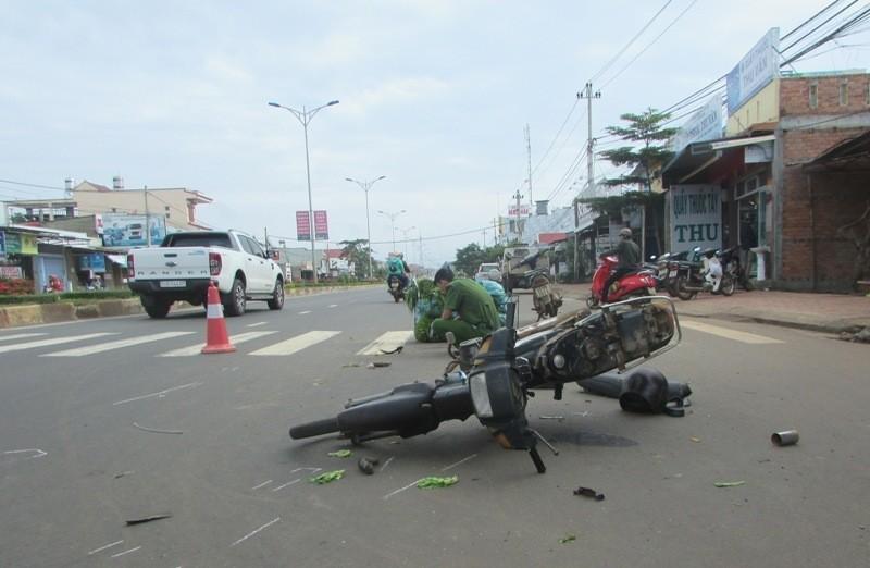 Xe máy chở rau gây tai nạn chết người - ảnh 2