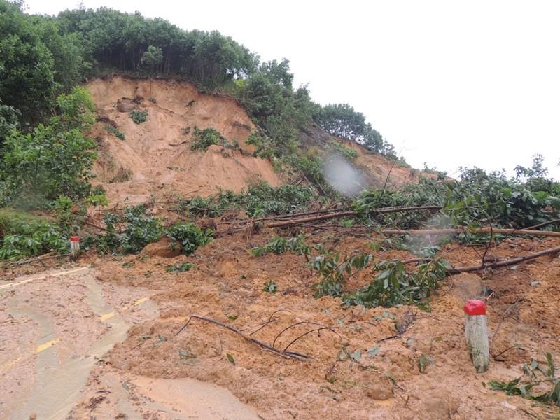600 hộ dân ở Quảng Ngãi bị cô lập kéo dài - ảnh 1