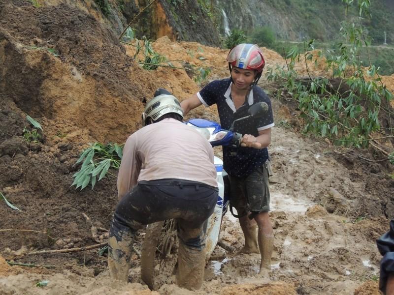 600 hộ dân ở Quảng Ngãi bị cô lập kéo dài - ảnh 3