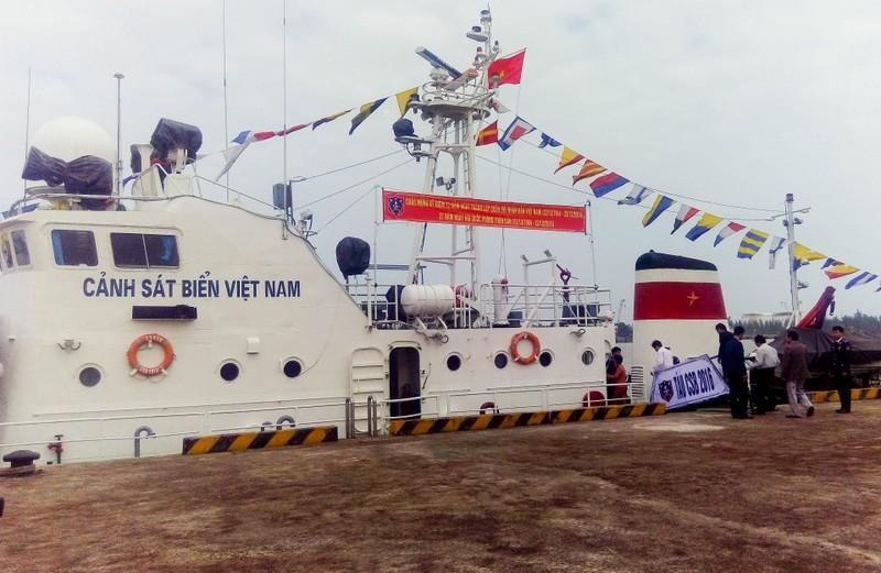 Cảnh sát biển cứu hộ 86 thuyền viên trên biển - ảnh 1