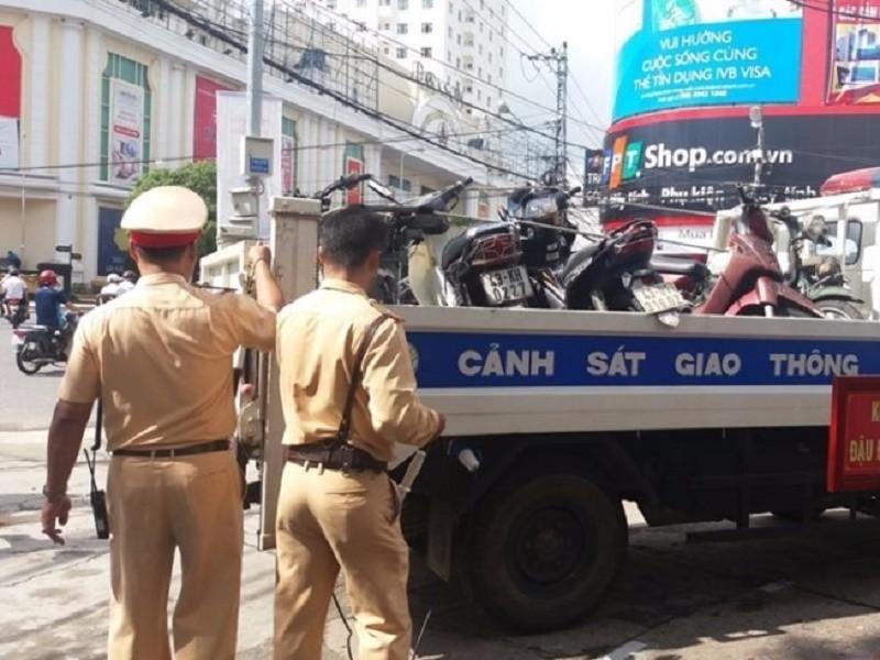 Dân muốn kiểm tra việc CSGT 'dọa' giam xe - ảnh 1