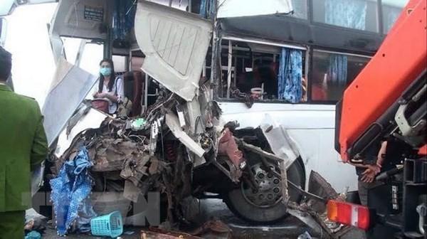 Cục CSGT nói gì về vụ xe khách đâm xe cứu hỏa? - ảnh 1