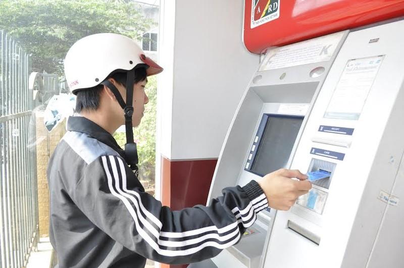 Tăng phí rút tiền ATM và chuyển khoản liên ngân hàng - ảnh 1
