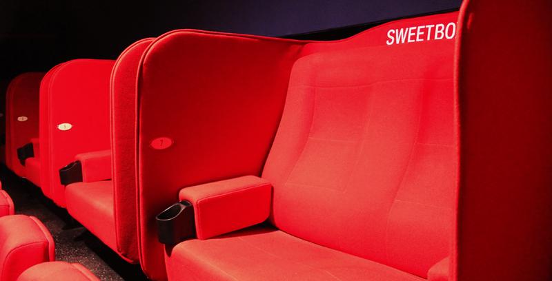 Từ vụ CGV để lộ ảnh nóng khách: Có nên đặt sweetbox trong rạp? - ảnh 1