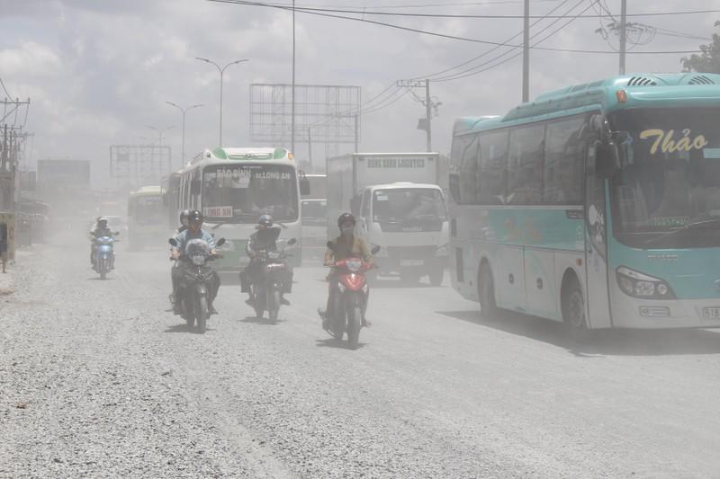 Dân quốc lộ 1A khóc ròng cảnh bụi đường mù mịt - ảnh 3