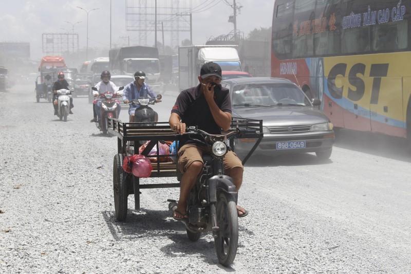 Dân quốc lộ 1A khóc ròng cảnh bụi đường mù mịt - ảnh 5