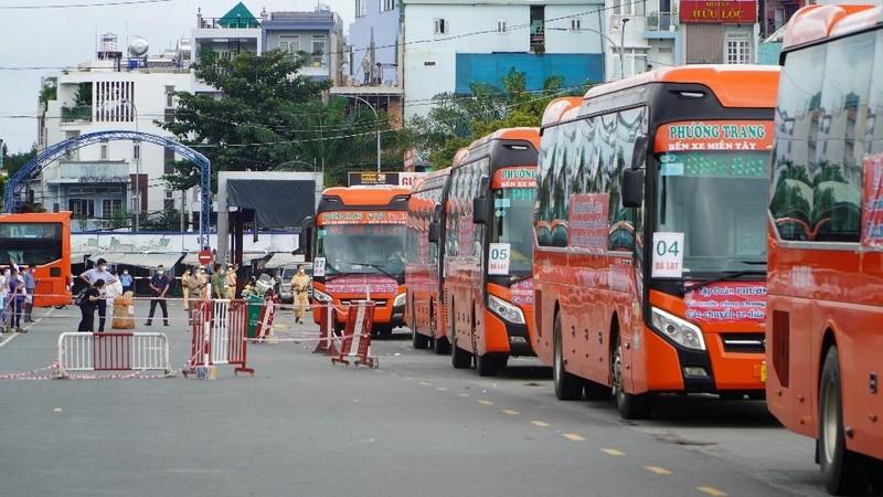 Hơn 2.000 người dân Lâm Đồng được đón về quê - ảnh 13