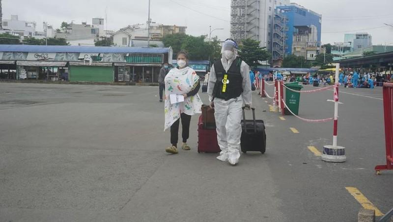 Hơn 2.000 người dân Lâm Đồng được đón về quê - ảnh 5