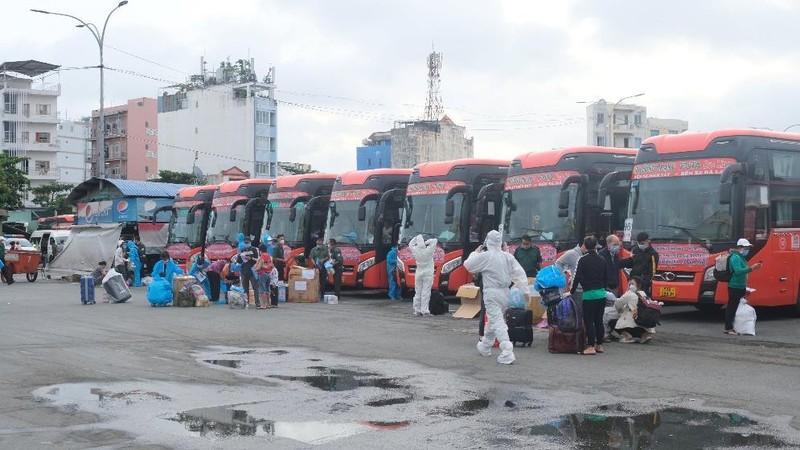 Hơn 2.000 người dân Lâm Đồng được đón về quê - ảnh 1