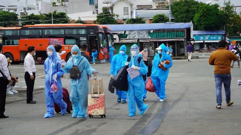 Hơn 2.000 người dân Lâm Đồng được đón về quê - ảnh 4