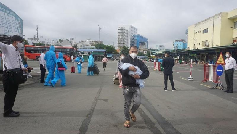 Hơn 2.000 người dân Lâm Đồng được đón về quê - ảnh 10