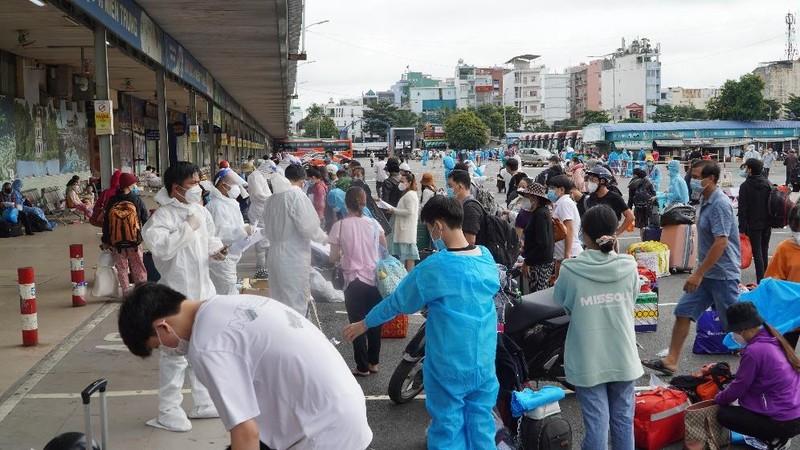 Hơn 2.000 người dân Lâm Đồng được đón về quê - ảnh 2