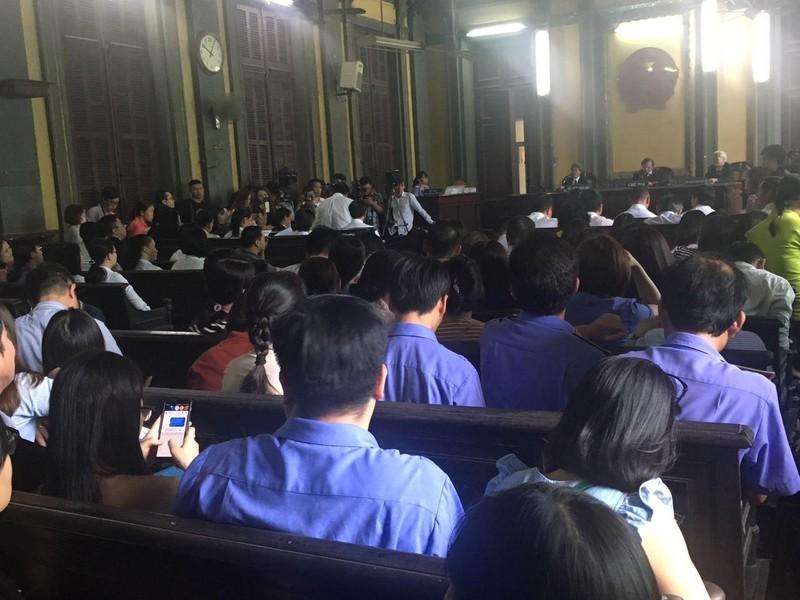 Kiểm sát viên 24 quận huyện tham dự vụ vua cà phê ly hôn - ảnh 1