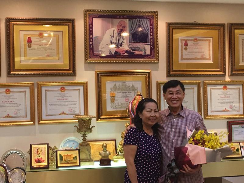 Tỉ phú Johnathan Hạnh Nguyễn tặng 500 triệu cho Hội Trẻ em TP - ảnh 2