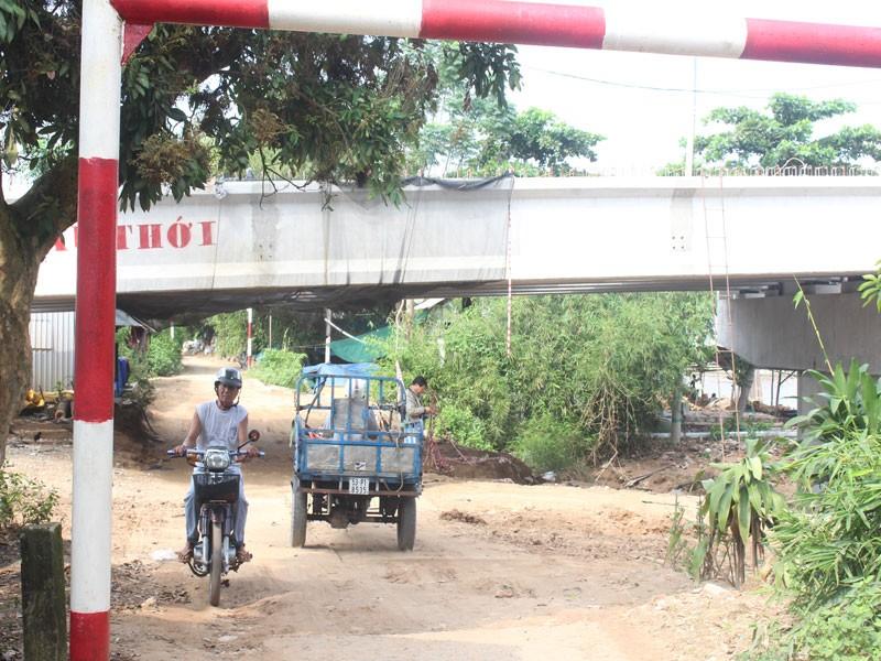 Cầu Mỏ Cày 2 xây thấp, phải 'nạo' nền đường dân sinh - ảnh 2