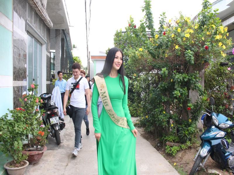 Hoa hậu Phương Khánh về thăm quê nhà Bến Tre - ảnh 10