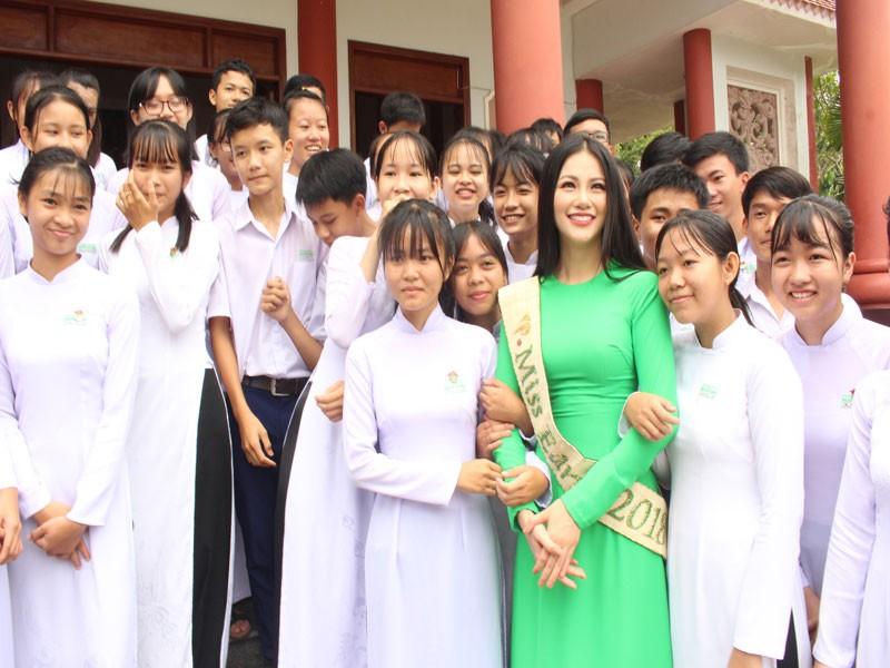 Hoa hậu Phương Khánh về thăm quê nhà Bến Tre - ảnh 11
