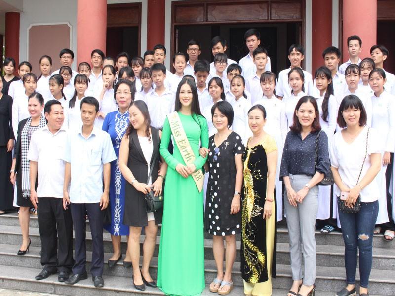 Hoa hậu Phương Khánh về thăm quê nhà Bến Tre - ảnh 12
