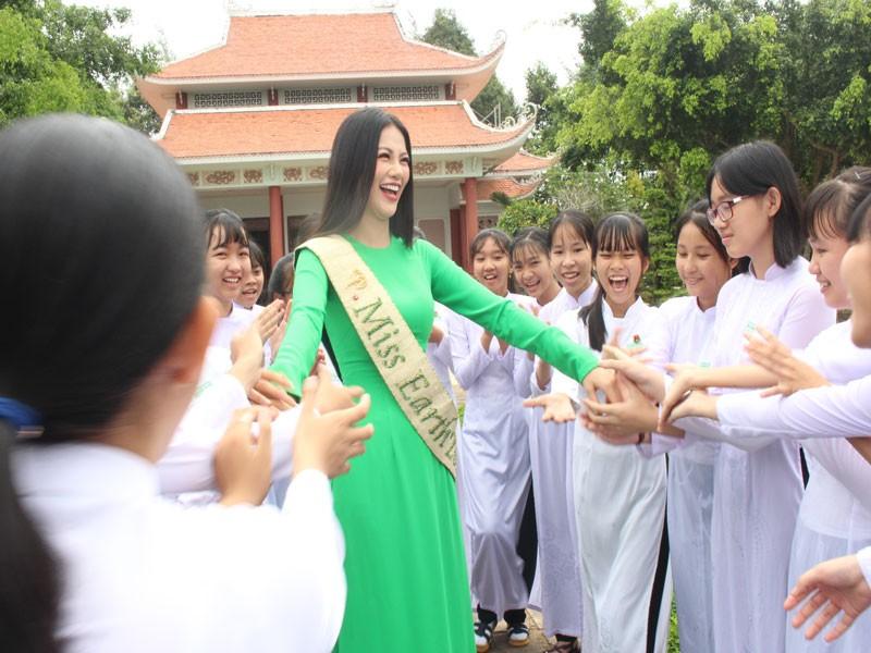 Hoa hậu Phương Khánh về thăm quê nhà Bến Tre - ảnh 9