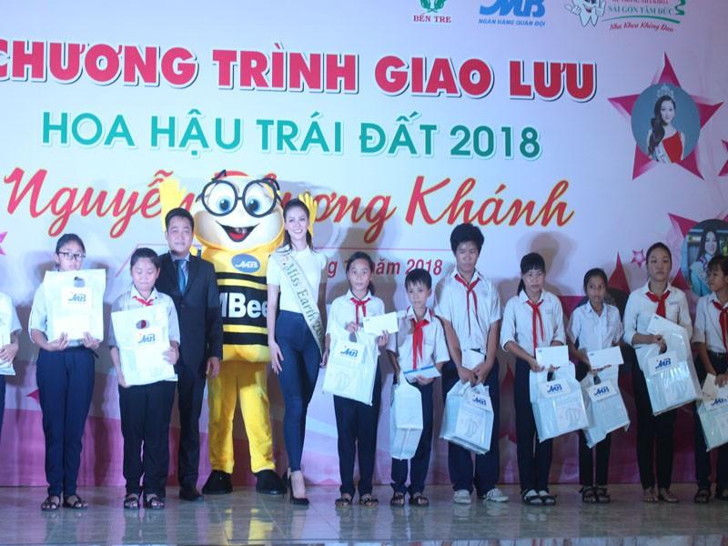 Hoa hậu Phương Khánh xúc động khi về thăm trường cũ  - ảnh 7
