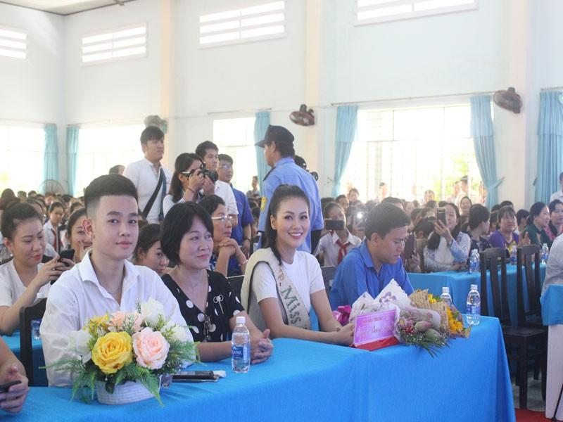 Hoa hậu Phương Khánh xúc động khi về thăm trường cũ  - ảnh 6