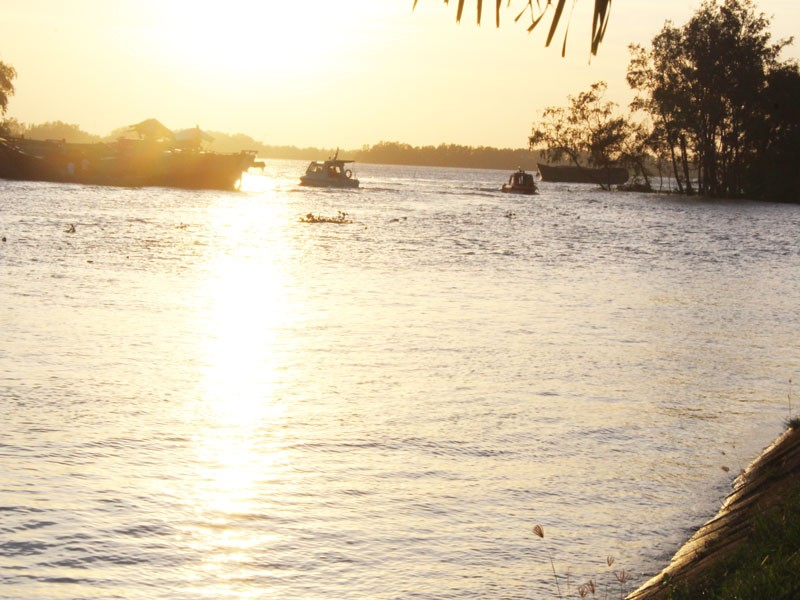 Vụ chìm sà lan trên sông Tiền: Đã tìm thấy 3 thi thể nạn nhân - ảnh 2