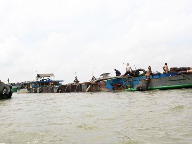 Bộ Công an thông tin vụ bắt 14 tàu trộm cát sông Hàm Luông  - ảnh 1