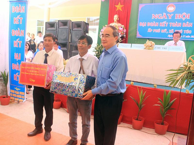 Bí thư Thành ủy TP.HCM dự ngày hội Đại đoàn kết tại Bến Tre - ảnh 2