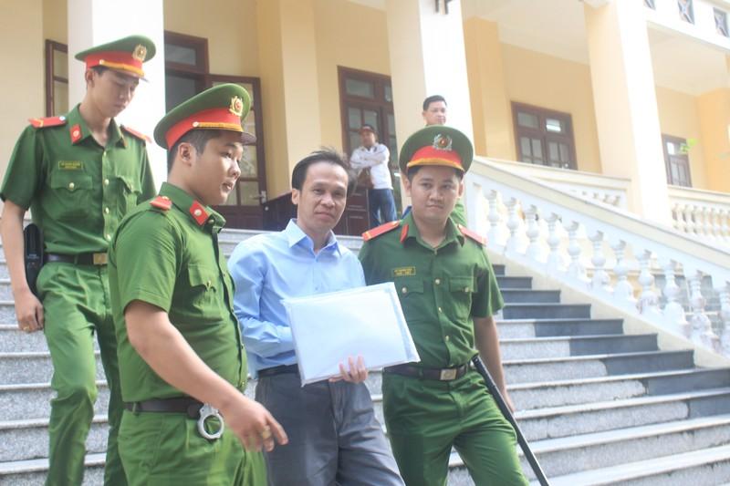 Cựu luật sư Trần Hữu Kiển bị phạt 12 năm tù      - ảnh 1