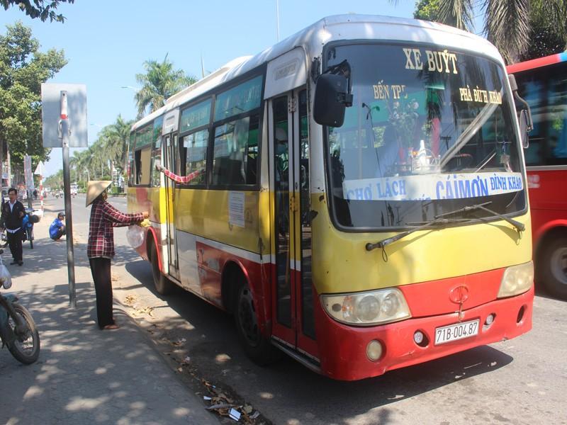Đại biểu HĐND: 'Xe buýt đang chạy mà sút cả băng ngồi văng ra' - ảnh 2