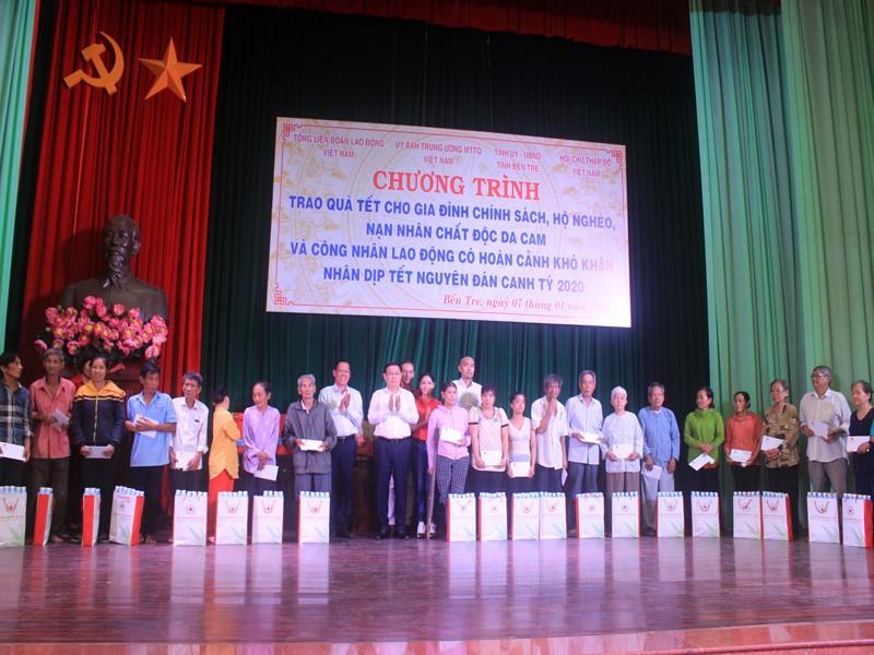 Phó Thủ tướng Vương Đình Huệ trao quà tết tại Bến Tre - ảnh 3