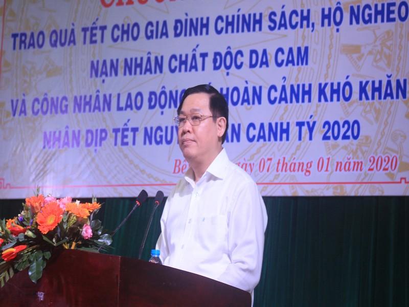 Phó Thủ tướng Vương Đình Huệ trao quà tết tại Bến Tre - ảnh 1
