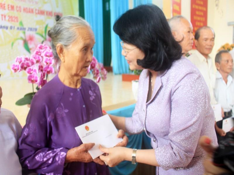 Phó Chủ tịch nước tặng quà tết tại Tiền Giang - ảnh 1