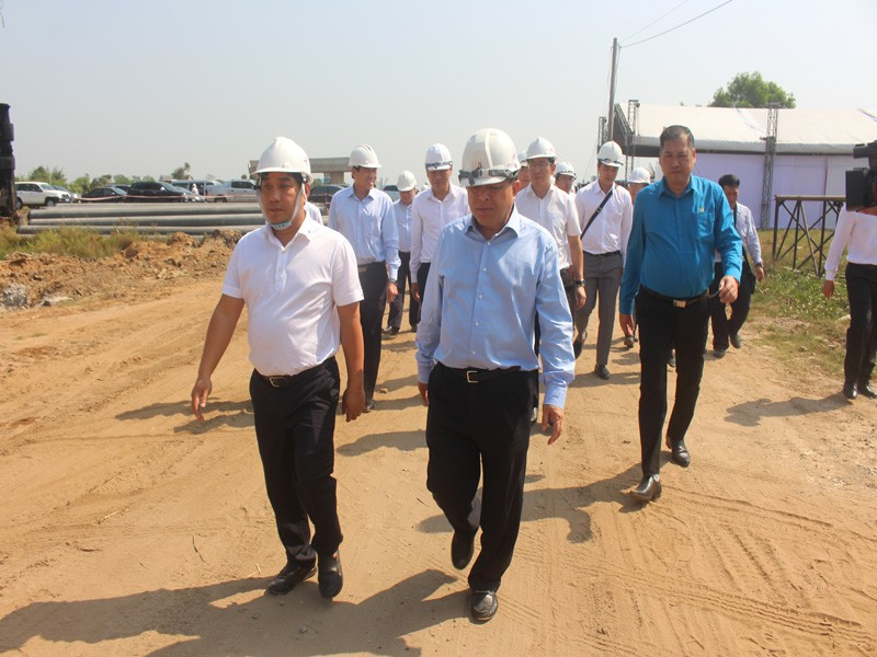 Bộ trưởng Bộ KH&ĐT đón tết sớm cùng công nhân trên cao tốc - ảnh 4