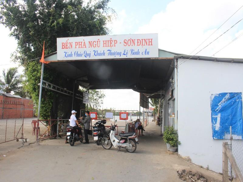 Gỡ bỏ lệnh 'bế quan tỏa cảng' tại bến phà Sơn Định - Ngũ Hiệp - ảnh 1
