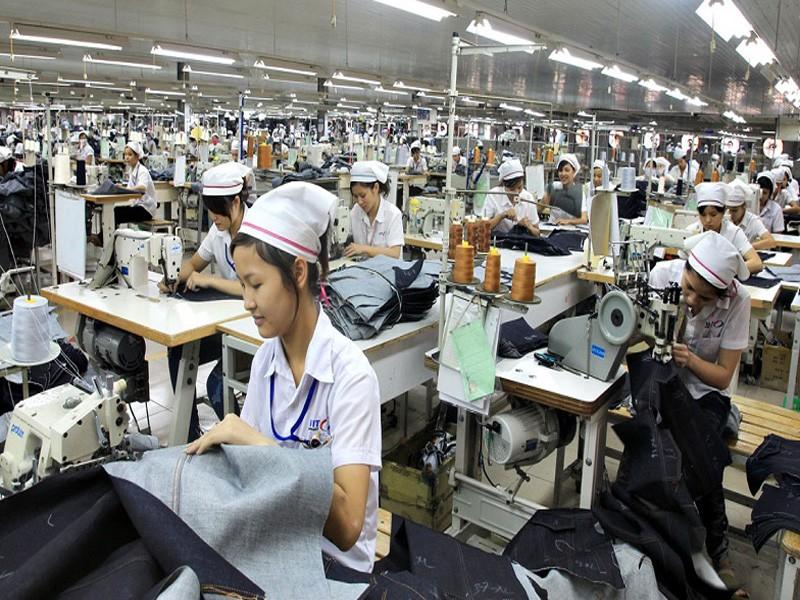 Nhiều doanh nghiệp tạm cho công nhân ngưng việc do COVID-19 - ảnh 1