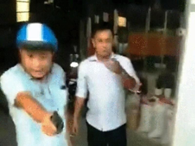 Bị nhóm thanh niên tấn công, thượng úy công an nổ súng - ảnh 1