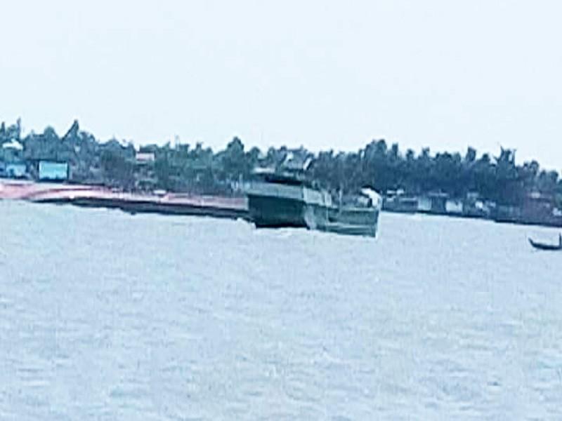 Chìm sà lan trên sông Tiền, 3 người thoát chết trong gang tấc - ảnh 1