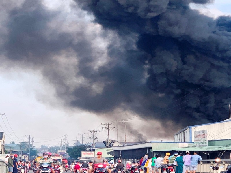 Nam công nhân đốt thử sản phẩm gây cháy cả công ty - ảnh 2