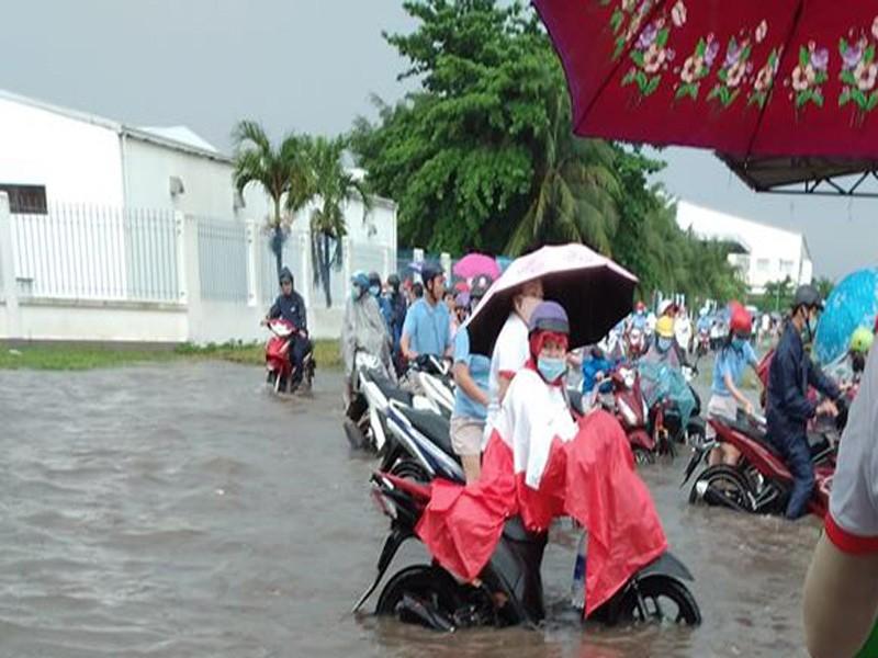 Hàng ngàn công nhân KCN Giao Long khổ vì cứ mưa là ngập   - ảnh 3