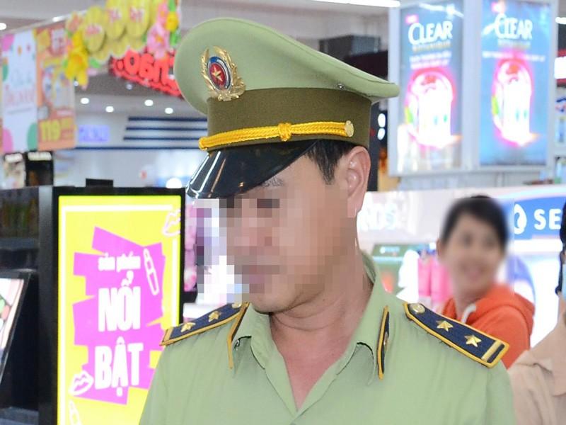 Đội trưởng QLTT bị kỷ luật do có quan hệ bất chính  - ảnh 1