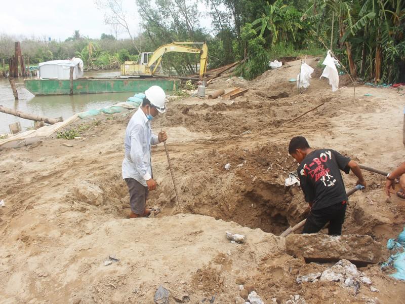 Tháo dỡ đập tạm sông Ba Lai gây sạt lở 150m lộ và đê bao - ảnh 3