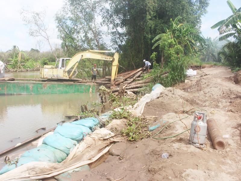 Tháo dỡ đập tạm sông Ba Lai gây sạt lở 150m lộ và đê bao - ảnh 2