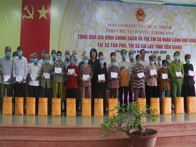 Phó Chủ tịch nước thăm mẹ VNAH, trao học bổng học sinh nghèo - ảnh 2