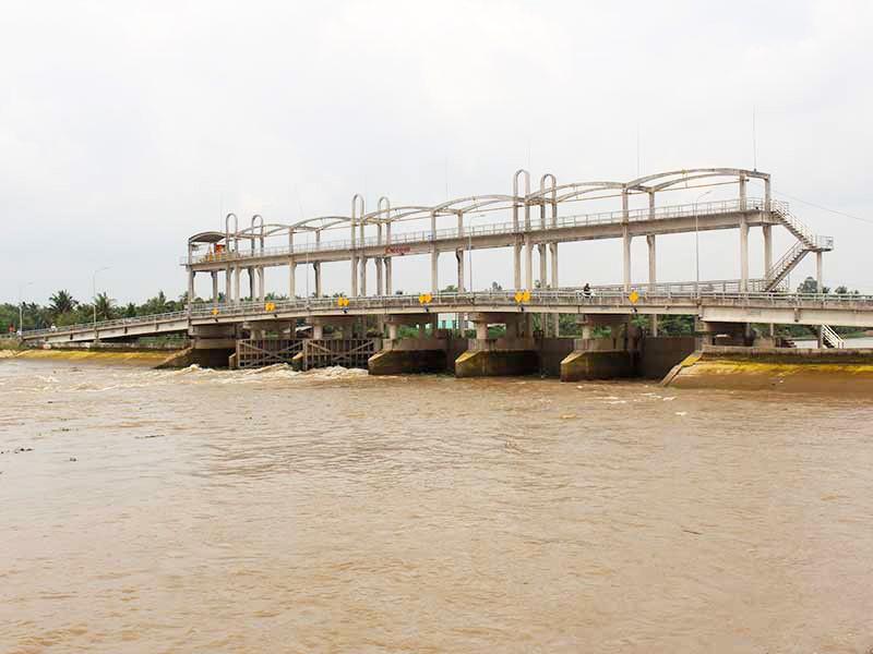 Khép kín các công trình thủy lợi ở Bến Tre - ảnh 1