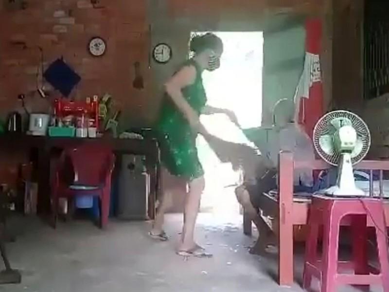 Người phụ nữ khai ngược đãi mẹ già vì không được chia tài sản - ảnh 2