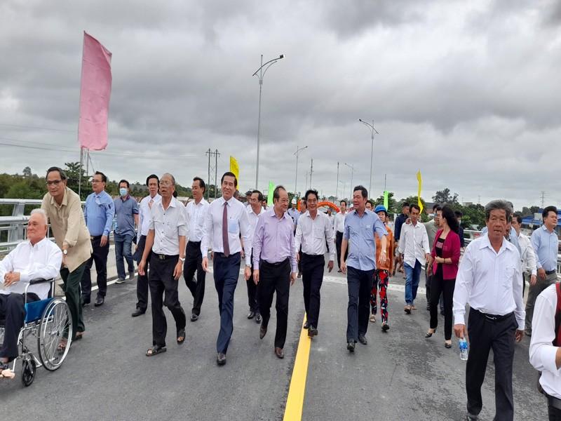 Thông xe cầu Ngũ Hiệp xóa cảnh người dân qua sông phải lụy phà - ảnh 2
