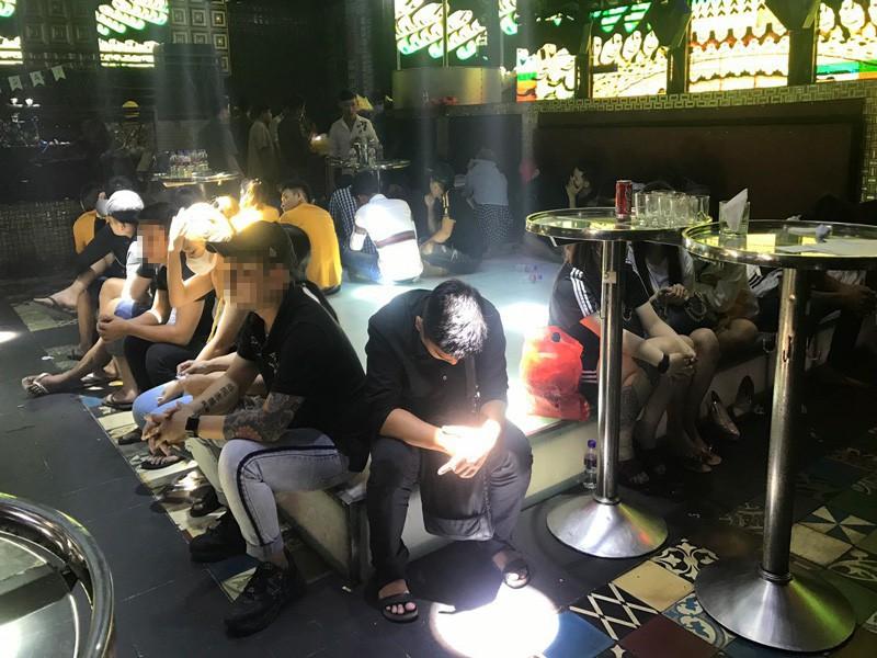102 người dương tính với ma túy tại quán bar ở Mỹ Tho - ảnh 1
